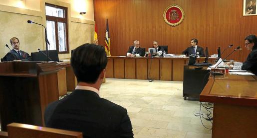 El acusado, de 26 años, en el banquillo de la Sección Segunda de la Audiencia Provincial.