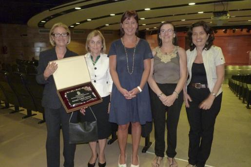 Elena Mora -víuda de Galindo-, Montserrat Casas, Francina Armengol, Carmen Horte y Josefina Santiago.
