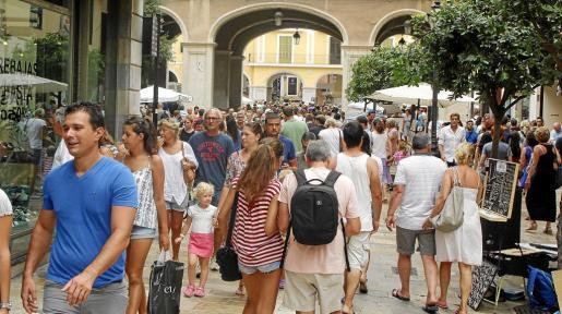 Los días de llegada de cruceros han sido los de mayor presión en el centro de Palma este verano.
