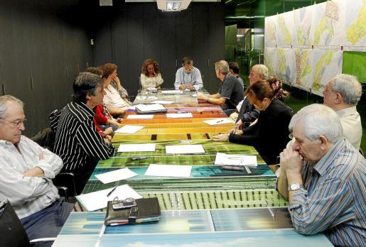 Los comerciantes se reunieron ayer con representantes del Consorcio.
