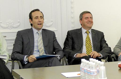 Bauzá y Rotger aparecen juntos en una imagen de archivo en la sede del PP balear.