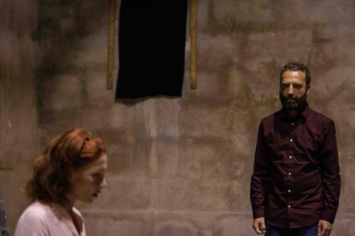 Muntsa Alcañiz y Pedro Mas protagonizan 'Abans que arribi l'alemany', escrita por Marta Barceló y dirigida por Joan Fullana.