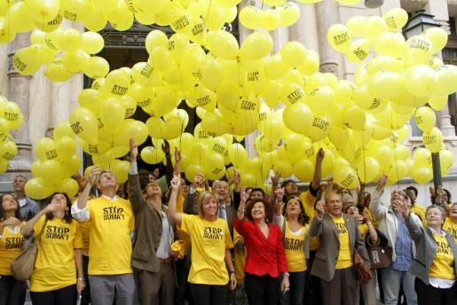 El acto ha finalizado con una suelta de globos.