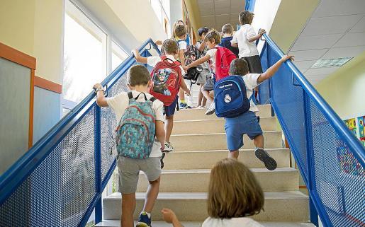 Los centros docentes tratan de fomentar la autonomía de los niños con problemas.