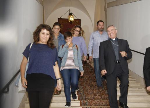 Las cuatro feministas acusadas de irrumpir en la iglesia de Sant Miquel junto al administrador apostólico de Mallorca, Sebastià Taltavull Anglada, en el Obispado de Mallorca.