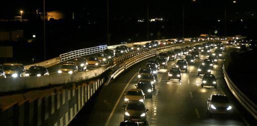 Miles de vehículos se vieron afectados por las retenciones kilométricas.
