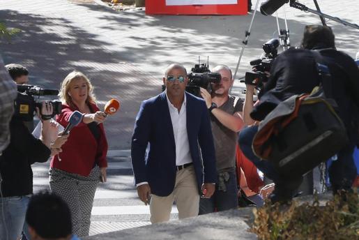 El empresario Miguel Ángel Flores (c), a su llegada a la Audiencia Provincial de Madrid.