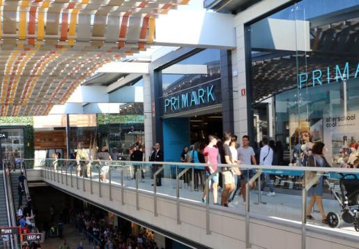 La tienda de Primark está situada en el centro comercial Fan Mallorca Shopping.