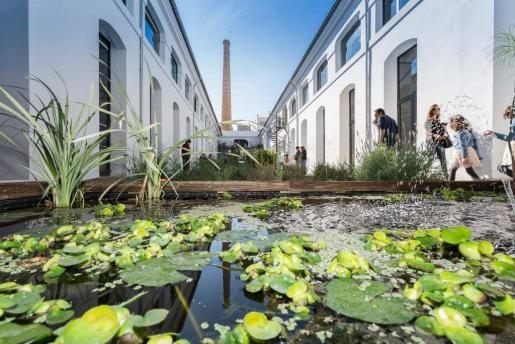 El centro de actividades Fàbrica Ramis cuenta con un patio central.