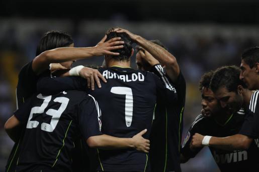 Los jugadores del Real Madrid celebran el gol de Cristiano Ronaldo.