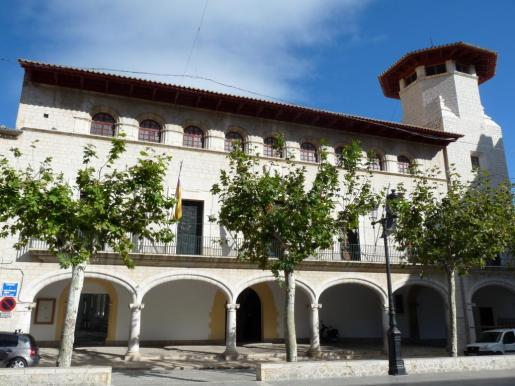 Fachada del Ajuntament d'Alaró.