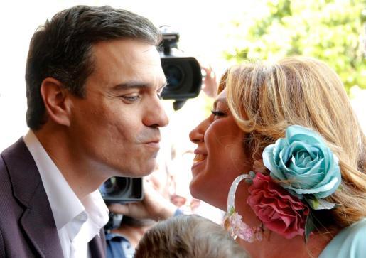 Pedro Sánchez y Susana Díaz durante un encuentro en la Feria de Abril de Sevilla.