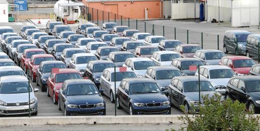 Foto de un grupo de coches de alquiler en el aeropuerto de Son Sant Joan.