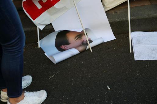 Un cartel de Pedro Sánchez en la calle Ferraz de Madrid.