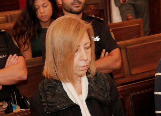 La expresidenta del Consell de Mallorca, Maria Antònia Munar, durante la sesión de este lunes en juicio por el caso Can Domenge. Munar no ha mirado en ningún momento a las cámaras de los medios de comunicación.