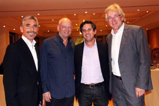 Jesús Castro, director comercial del Mallorca Magazin; Joachim Hunold, presidente de Air Berlin; Pedro Rullan, consejero delegado del Grup Serra; y Bernd Jogalla, director de Mallorca Magazin.