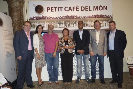 Francisco Martínez, Pilar Carbonell, Isidoro de Miguel, Francesca Vives, Félix Pérez, Benito Martínez y Toni Mas, en el día de la inauguración de esta feria gastronómica.