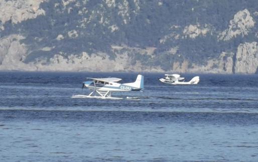 Amerizaje aviones civiles participantes en uno de los 'Splash in' celebrado en la bahia de Pollença.