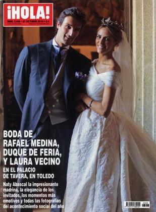 Rafa Medina, duque de Feria, y su ya mujer Laura Vecino, posan así de sonrientes y felices en la portada de Hola.