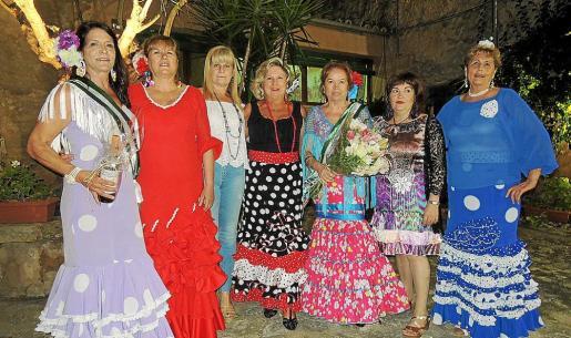 Paquita Catalá, Margarita Bazar, presidenta de la Casa de Andalucía; Fefi Rullán, Loli Lupiáñez, Carmen Leal, María del Carmen Vargas y María Valiente.
