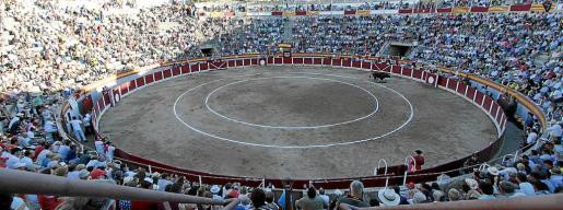 La plaza de toros de Muro suele registrar una buena entrada en la corrida de Sant Joan.