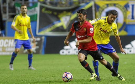 Juan Domínguez, en una foto de archivo, en el partido que enfrentó al Mallorca y el Cádiz.