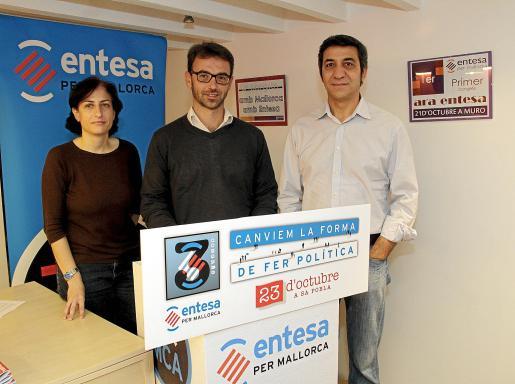 Bárbara Bujosa, Biel Huguet y Jaume Sansó, ayer en la sede de Entesa.