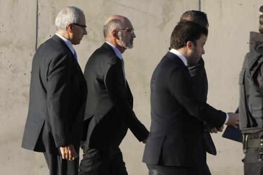 El director de Auditoría Interna de Bankia, Iñaki Azaola (c), autor del informe que destapó el escándalo de las polémicas tarjetas 'black' de Caja Masdrid, a su llegada a la Audiencia Nacional en San Fernando de Henares.