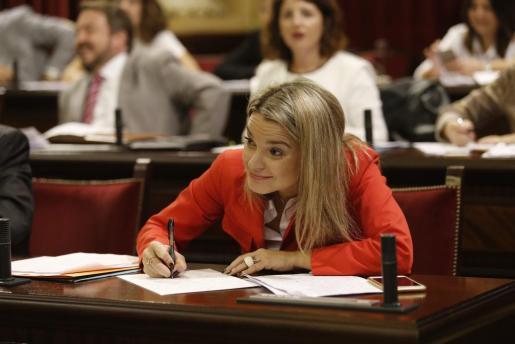 Margalida Prohens en el Parlament.