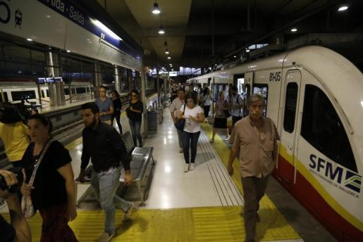 La huelga de trabajadores de Serveis Ferroviaris de Mallorca ha producido numerosas restricciones.