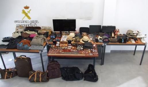 La Guardia Civil ha recuperado numerosos objetos robados por la 'banda del taladro'.