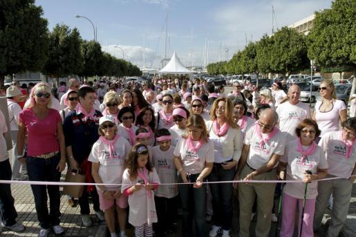 La caminata rosa contra el cáncer de mama contó con una gran afluencia de público.