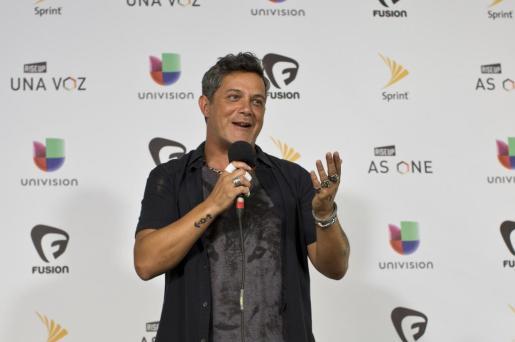 El cantante español Alejandro Sanz participa del concierto 'Rise Up As One'.
