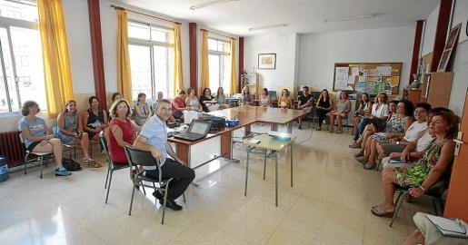 Reunión de profesores a principio del presente curso en el colegio público Jaume I.