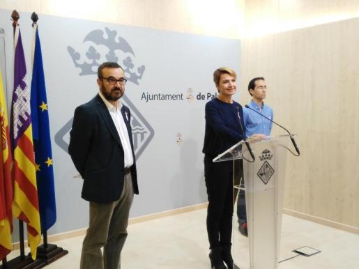 Margalida Durán, Pep Ignasi Aguiló y Guillem Sánchez, durante la rueda de prensa
