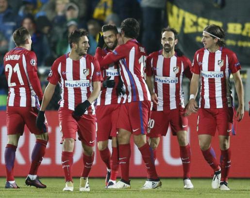 Los jugadores del Atlético de Madrid celebran el gol de Carrasco ante el FK Rostov.