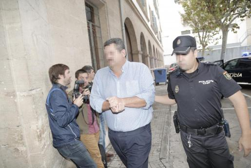 Carlos Sastre, jefe de Contratación de Cort, ha quedado en libertad la tarde de este jueves tras declarar ante el juez Penalva por las supuestas irregularidades en la adjudicación del servicio de la ORA.
