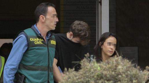 El presunto asesino de Pioz (Guadalajara), François Patrick Nogueira Gouveia, a su llegada a la Comandancia de la Guardia Civil de Guadalajara.