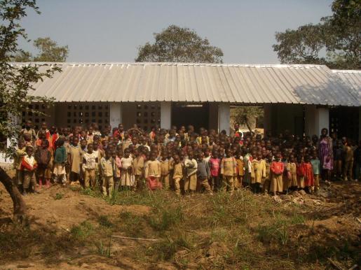 Proyecto de Lluís Gené l«Repensant el cor de Ndjoré» que consistió en la ampliación de dos aulas de la escuela pública de Ndjoré II en Camerún.
