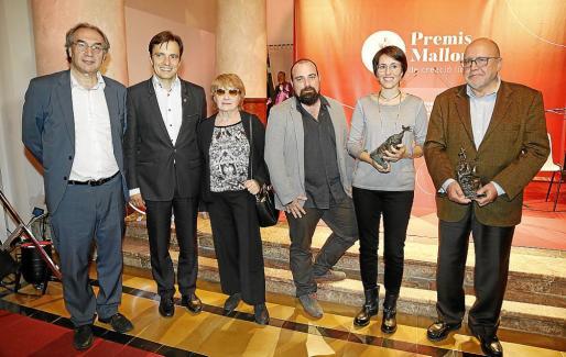 Martí March, Francesc Miralles, Antònia Vicens, Pau Vadell y los ganadores de los premios, Eva Baltasar y Albert Fargas.
