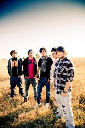 Los mallorquines Trestrece son ahora una banda de indie multicultural tras la incorporación del madrileño Iván García y la bajista Mey Alean de Cali, Colombia.
