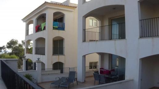 Apartamentos ilegales en Cala Llamp.