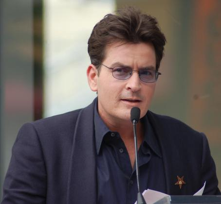 El actor Charlie Sheen ha vuelto a protagonizar un escándalo inducido por las drogas.