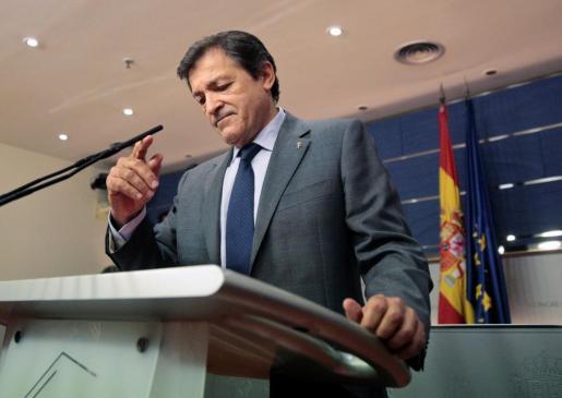 El socialista Javier Fernández durante la rueda de prensa que ha ofrecido la tarde de este martes.
