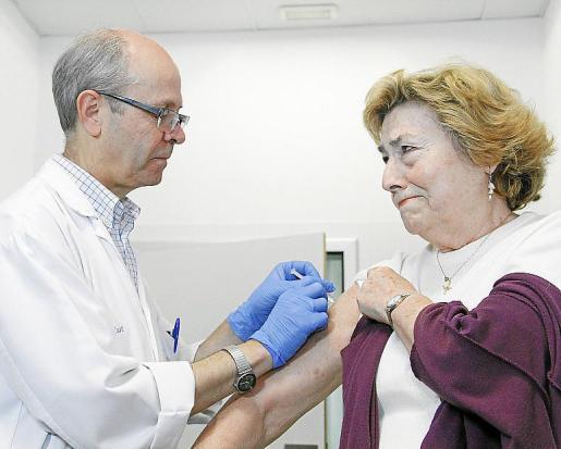 Los centros de salud de las Islas ya están vacunando contra la gripe estacional.
