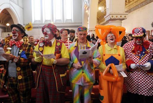 Payasos de profesión, en un acto en Londres en honor a Joseph Grimaldi, el más célebre payaso inglés desde 1946. En el sector critican la «absurda» fiebre de los payasos que salen a las calles a asustar.