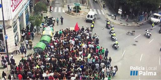 Imagen de la manifestación llevada a cabo por los estudiantes.