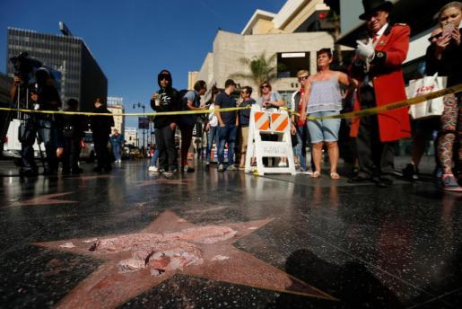 La estrella del paseo de la fama de Hollywood dedicada a Donald Trump ha aparecido destrozada.