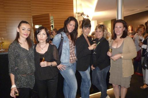 Gemma Hernández, Magdalena Cortés, Àngeles Samaniego, Nani Cifuentes, Asun Martínez y Dolores Felíu.