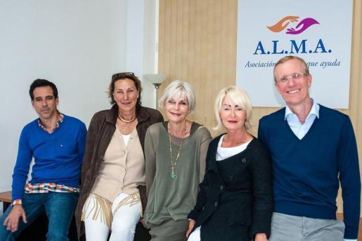 Israel Rodríguez, Antje Röder, Michaela Lange, Katja Maier y Achim Becker, integrantes de la asociación.